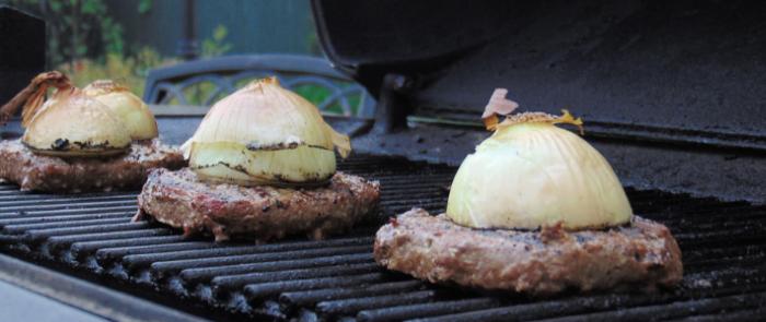 Maso s cibulí na grilu